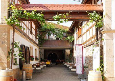 Weingut Wilker Hofeingang